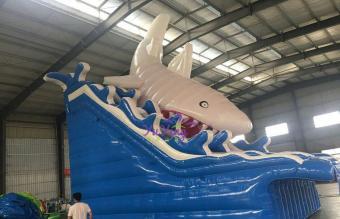 鲨鱼充气水滑梯
